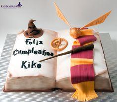 Výukový program Book Shaped Cake   Catcakes - kreativní pečivo Harry Potter Book Cake, Harry Potter Fiesta, Gateau Harry Potter, Cumpleaños Harry Potter, Harry Potter Birthday, Fondant Cakes, Cupcake Cakes, 3d Cakes, Anniversaire Harry Potter