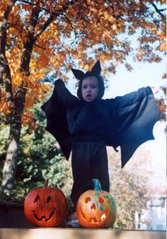 Make an easy child Halloween costume from a plain sweat suit: bats and puppies Bat Costume, Costume Ideas, Happy Halloweenie, Holiday Fun, Holiday Ideas, Halloween Costumes For Kids, Baby Wearing, Suit, Puppies