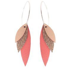 Boucles d'oreilles en cuir nude/ nacré/ corail