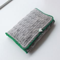 DIY Crochet Case for crochet hooks -Lutter Idyl. Crochet Case, Diy Crochet, Crochet Hooks, Crochet Ideas, Coin Purse, Crochet Patterns, Textiles, Crafty, Make It Yourself