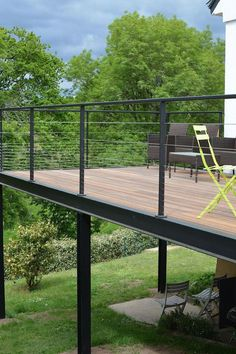 One of outdoor extensions we can build is deck. Find out the best DIY deck railing ideas you can build yourself so it should provide a lot of inspirations. Balcony Railing Design, Deck Railings, Deck Design, Balcony Deck, Railing Ideas, Balcony Garden, Wooden Terrace, Wooden Decks, Wooden Diy