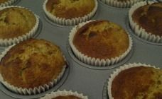 Recently, I decided to turn my favourite wholemeal banana bread recipe into muffins. They tasted AMAZING and are much easier to pack for the kids' morning tea than a slice of banana bread. Banana Bread Muffins, Banana Bread Recipes, Cake Recipes, Christmas Muffins Recipe, Spinach Bread, Healthy Treats, Sweet Tooth, Favorite Recipes, Baking