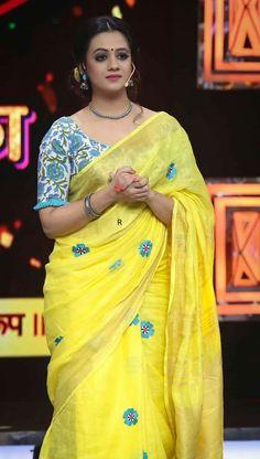 Saree Blouse Neck Designs, Simple Blouse Designs, Stylish Blouse Design, Blouse Patterns, Saree Trends, Stylish Sarees, Fancy Sarees, Saree Styles, Blouse Styles