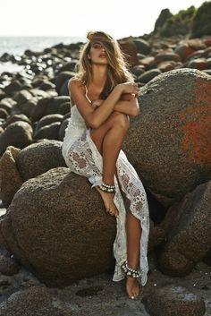 (Foto 6 de 37) Traje de novia realizado en crochet ideal para una boda en la playa, Galeria de fotos de Vestidos hippies para novias boho-chic