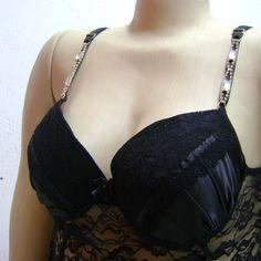 Sutiã (camisola) preto com detalhe em pedraria.