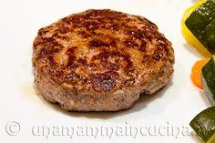 Hamburger di manzo: semplici, gustosi e velocissimi da preparare. Perfetti per la cottura alla griglia sul barbecue, ma ottimi anche preparati in padella.