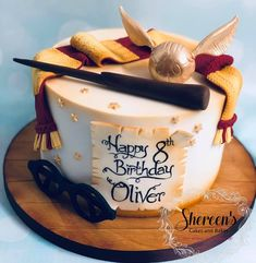 Harry Potter cake - Source by Harry Potter Theme Cake, Harry Potter Desserts, Harry Potter Motto Party, Harry Potter Treats, Gateau Harry Potter, Cumpleaños Harry Potter, Harry Potter Birthday Cake, 25th Birthday Cakes, Card Birthday