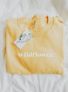 Vintage Pullover Sweatshirt l Fall Style l For Teens Cute Outfits Hoodie Mode Pop, Fashion Mode, Fashion Trends, Mode Vintage, Mode Inspiration, Mode Outfits, Trendy Outfits, Sweater Weather, Dress To Impress
