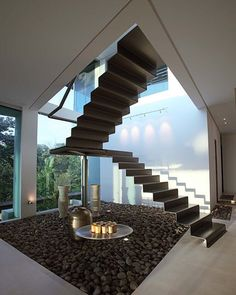 interior Triangle House In Costa Rica Stahltreppen im Triangle House in Costa Rica von Ecostudio Architects Interior Staircase, Stairs Architecture, Staircase Design, Interior Architecture, Beautiful Architecture, Style At Home, Triangle House, Floating Staircase, Design Exterior