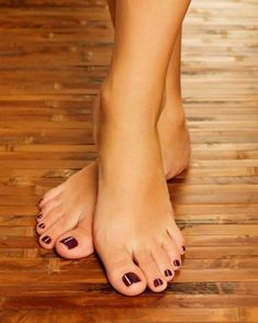 Female feet at spa salon on pedicure procedure Pretty Toe Nails, Cute Toe Nails, Pretty Toes, Feet Soles, Women's Feet, Nice Toes, Carla Brown, Painted Toes, Foot Pics