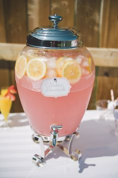 vodka lemonade with recipe! ozs vodka (absolute citron) oz liquor (chambord raspberry) 6 ozs pink lemonade (like country time) lemon slices ice Bachlorette Party, Beach Bachelorette, Bachelorette Invitations, Bachelorette Party Decorations, Cocktail Drinks, Fun Drinks, Yummy Drinks, Beverages, Colorful Drinks