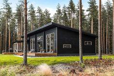 Black log home into a rural setting - Honka Modern Lake House, Modern House Plans, Small Modern Cabin, Small Lake Cabins, Off Grid House, Log Home Interiors, Cottage Design, Small House Design, River House