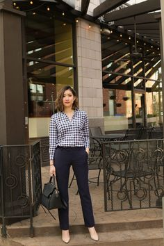 ♥ 79 lovely chic spring work outfits ideas for women 1 Corporate Attire Women, Corporate Fashion, Business Casual Attire, Professional Outfits, Classy Work Outfits, Smart Casual Outfit, Spring Work Outfits, Office Outfits, Simple Office Outfit