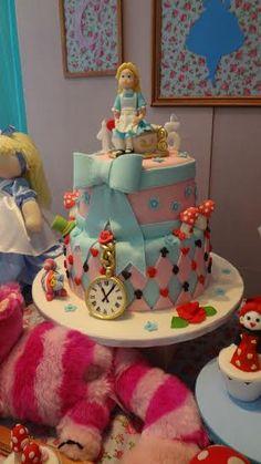Bolo Da Minnie Mouse, Cata, Alice In Wonderland, Aurora, Birthday, Sweets, Mad Hatter Cake, Girl Birthday Cakes, Toddler Boy Birthday