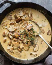 A mushroom sauce for everything! - Creamy mushroom sauce in a black pan, for . - A mushroom sauce for everything! – Creamy mushroom sauce in a black pan, fresh from the stove – - Creamy Mushroom Sauce, Creamy Mushrooms, Stuffed Mushrooms, Stuffed Peppers, Mushroom Soup, Mushroom Stroganoff, Stroganoff Recipe, Creamy Sauce, Sauce Recipes
