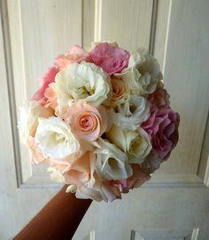 CBR327  wedding Riviera Maya White, light pink and pink bouquet / ramo blanco rosa y rosa claro