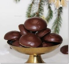 mézes puszedli stories and pictures at blikkruzs. Xmas Desserts, Sweet Desserts, Sweet Recipes, Hungarian Desserts, Hungarian Recipes, Bakery Recipes, Dessert Recipes, Best Christmas Recipes, Sweets Cake