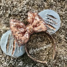 Ripped jeans disney minnie ears - The Trend Disney Cartoon 2019 Disney Minnie Mouse Ears, Diy Disney Ears, Disney Diy, Cute Disney, Disney Crafts, Disney Ears Headband, Disney Headbands, Ear Headbands, Disneyland Ears