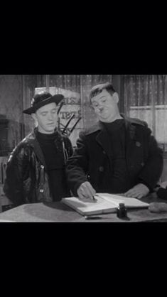 Any old port Norvell, Comedy Duos, Great Comedies, Laurel And Hardy, Old Port, Old Pictures, Movie Stars, Humor, Movies