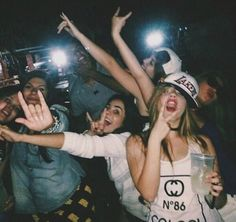 The funniest and the most embarrassing photos of drunk girls Ft Tumblr, Tumblr Girls, Party Pictures, Friend Pictures, Drunk Pictures, Squad Pictures, Raves, Young Wild Free, Drunk Girls