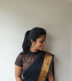 Blouse Braut Saree Bluse Designs schwarz 69 trendige Ideen Why Do Teens Want To Be Fa Black Blouse Designs, Blouse Designs High Neck, Cotton Saree Blouse Designs, Silk Saree Blouse Designs, Bridal Blouse Designs, Saree Blouse Patterns, Pattern Blouses For Sarees, Latest Blouse Designs, High Neck Saree Blouse