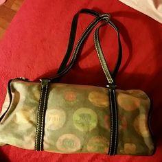 Dooney&  Burke bag See pic 3 ,that's d only thing wrong with it ,so pricing it really  low. Dooney & Bourke Bags