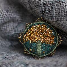 Купить Брошь Солнечное Дерево - брошь вышитая, зеленый, брошь камея, вышивка, текстильная брошь