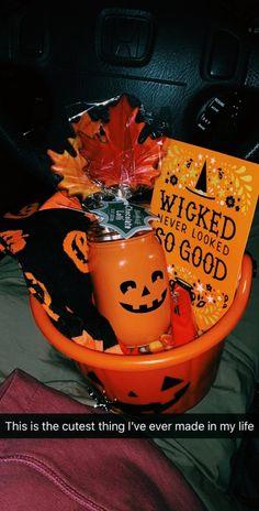 Spooky Halloween, Halloween Treats, Happy Halloween, Halloween Party, Halloween Movie Night, Halloween Socks, Favorite Holiday, Holiday Fun, Halloween Gift Baskets