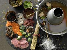 Wenn das nicht smart ist: üppig schlemmen zum Kalorien-Spartarif: Asiatisches Fondue - smarter - mit Fleisch, Fisch, Garnelen, Gemüse und Dips. Kalorien: 344 Kcal | Zeit: 60 min. #asia #fondue
