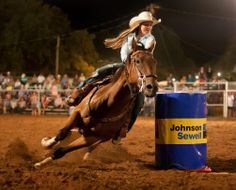 Take Your Kids to a Texas RodeoYou can find Rodeo life and more on our website.Take Your Kids to a Texas Rodeo Rodeo Life, Barrel Racing Horses, Barrel Horse, Bull Riding, Horse Riding, Horse Girl, Horse Love, Rodeos In Texas, Reptiles