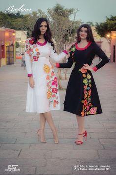Tela: Tafeta strech Tipo de bordado: A mano con gancho Región en la que se elabora: Istmo de Tehuantepec Diseño: Vestido en linea A con flores bordadas a mano