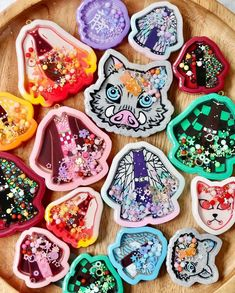 Resin Charms, Charmed, Cookies, Desserts, Food, Crack Crackers, Tailgate Desserts, Deserts, Biscuits