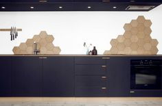 The concept of kitchen backsplash ideas have changed with times. Cheap Rustic Decor, Cheap Home Decor, Black Kitchens, Cool Kitchens, Kitchen Dinning Room, Kitchen Backsplash, Backsplash Ideas, Luxury Decor, Cuisines Design