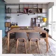 Pelas lentes de @marianaorsifotografia vemos um ambiente leve e ao mesmo tempo ousado onde foi explorado a madeira de demolição juntamente com o painel azul. Destaque para a estante trinca e para o mobiliário de design brasileiro. Projeto lindo por @mab3arquitetura. Ad . http://ift.tt/1U7uuvq arqdecoracao arqdecoracao @arquiteturadecoracao @acstudio.arquitetura  #arquiteturadecoracao #olioliteam #interiores #design #home #world #perfect #photooftheday #instago #decoracao #construcao…