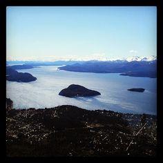 San Carlos de Bariloche em Río Negro http://pt.wikipedia.org/wiki/Lago_Nahuel_Huapi (Thx Andrezza)