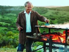 Gaucho Grilling with Francis Mallman Renowned Argentine chef Francis Mallmann is an expert at cooking with fir. Fire Cooking, Outdoor Cooking, Outdoor Kitchens, Francis Mallman, Chefs, Fire Food, Smoke Grill, American Restaurant, Food Words