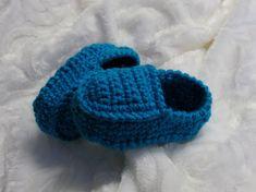 Chaussons de style loafers pour bébé Crochet Baby Shoes, Crochet Slippers, Cute Crochet, Knit Crochet, Baby Knitting Patterns, Crochet Patterns, Baby Shoes Pattern, Baby Booties, Womens Slippers