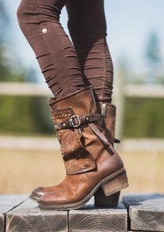 We love these handmade boots. Cowgirl Boots, Riding Boots, Italian Shoes, Cute Boots, Hot Shoes, Brown Leather Boots, Me Too Shoes, Ankle Boots, Footwear
