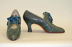 Shoes  Bob, Inc., N.Y. (American)  Date: 1926–33 Culture: American Medium: leather Dimensions: Length: 9 1/2 in. (24.1 cm) Height (of heel): 2 3/4 in. (7 cm)