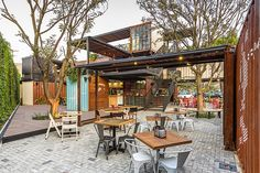 Shipping Container Architecture, 6 Restaurants in the Contenedores Food Place Container Bar, Container Home Designs, Shipping Container Restaurant, Shipping Container Buildings, Shipping Container Homes, Shipping Containers, Container Architecture, Cafe Design, House Design