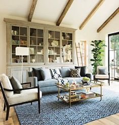 Check out this California chic decor idea with palm plants. Love it! #HomeDecorIdeas @istandarddesign