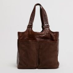 The Belle bag is a luxurious adaptation of the common picnic, or wine tote. Loved for its versatility this roomy carryall, with four exterior and six interior pockets, is a perfect organizer for everything from yachting to weekend market runs.