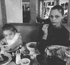 Le dîner de Thanksgiving de Sasha Pivovarova http://www.vogue.fr/mode/mannequins/diaporama/la-semaine-des-tops-spcial-thanksgiving/24043#le-dner-de-thanksgiving-de-sasha-pivovarova
