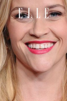 Blonde Haare ohne Friseur? Geht, mit dem ein oder anderen Beauty-Trick. Wie man den Frisuren-Trend von Reese Witherspoon zu Hause färbt, auf Elle.de! #beauty #haut #hautpflege #skincare
