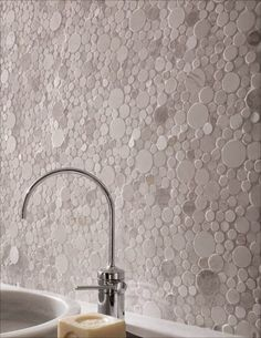 Michelle - Blog #Tiles #Design Fonte : http://www.pebbletileshop.com/products/White-Moon-Mosaic-Tile.html