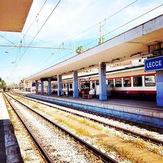#salentowebtv #weareinsalento Stazione di #Lecce. Per ogni treno che arriva ce n'è uno che riparte. Pronti per un altra avventura a bordo del Salento Express. Guarda il video http://www.salentoweb.tv/video/9525/salento-express-rotolando-terra-otranto
