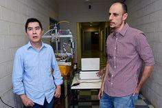 Curso de Extensão da FEAGRI desenvolve Robô - O professor Angel Pontin Garcia, responsável pelo curso e um dos seus coordenadores, o pesquisador Claudio K. Umezu