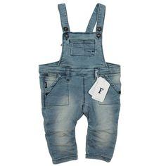 Hippe, trendige Latzhose, ein Must-have für deinen kleinen Schatz. #CoolBabies #Schweiz #SwissBaby #Babykleidung #Meitli #Buben #Baby #Babykleider