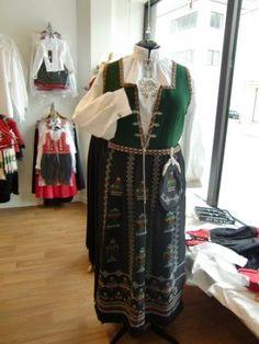 Nordfjordbunad Victorian, Recipes, Dresses, Fashion, Gowns, Moda, Fashion Styles, Rezepte, Dress