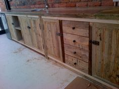 Counter in very rustic finish.